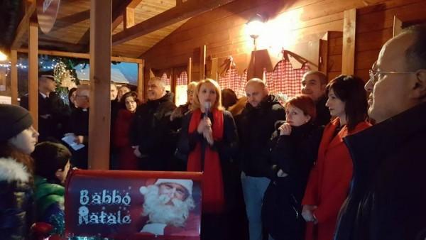 Castel Castagna: in migliaia a casa di Babbo Natale