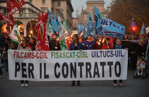 Abruzzo: ipermercati, dipendenti in sciopero