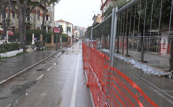 """Giulianova, commercianti """"reclusi"""" nel cantiere"""