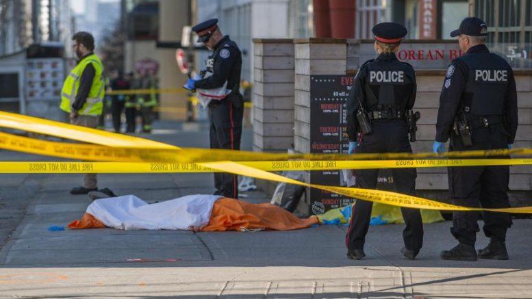 Furgone su folla a Toronto: feriti