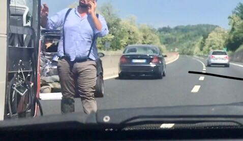 Vasto: Tir si ribalta sull'A14, muore il camionista