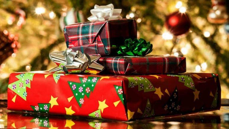 I regali sono sbagliati: bimbo chiama la polizia