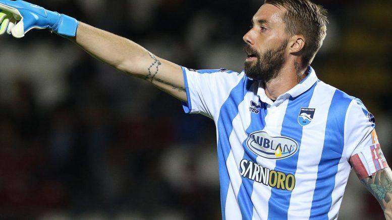 Fiorillo il portiere del Pescara, nella prima frazione di gioco ha mantenuto la sua porta inviolata; Pescara-Chievo 0-0.